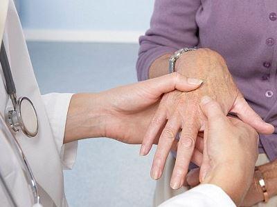 ízületi fájdalom időskori kezelés során csípőízületi kezelések gyógyszerei