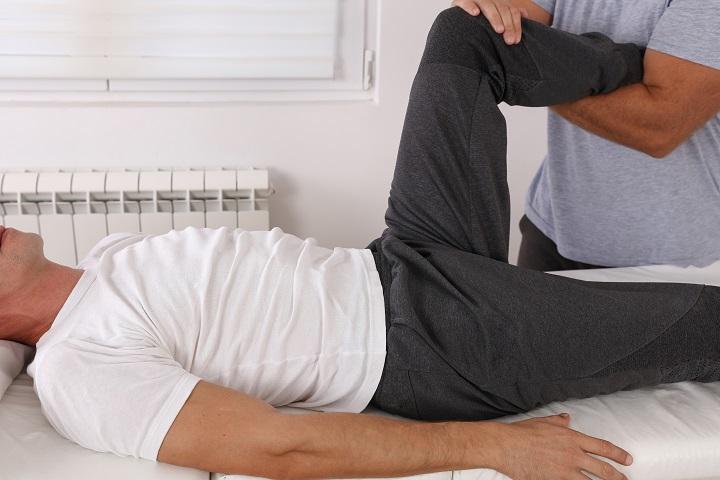 mit kell tenni, ha fáj a kisujj ízülete